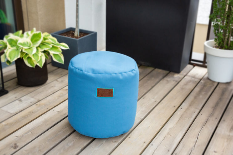 snuggle-dreamer-outdoor-hocker_picknicker-siton-blau