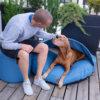 snuggle-dreamer-outdoor-hundehoehle_picknicker-blau-hocker-Siton-Jochen